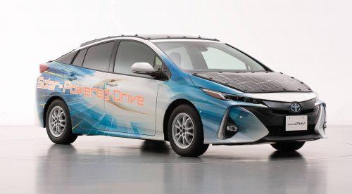 Toyota ha creado un Prius enchufable que se recarga con paneles solares