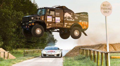 Un Lamborghini Huracán y un camión KAMAZ de 10 toneladas, frente a frente