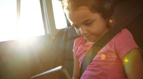 Por qué deberías ponerte crema de sol cuando viajes en coche