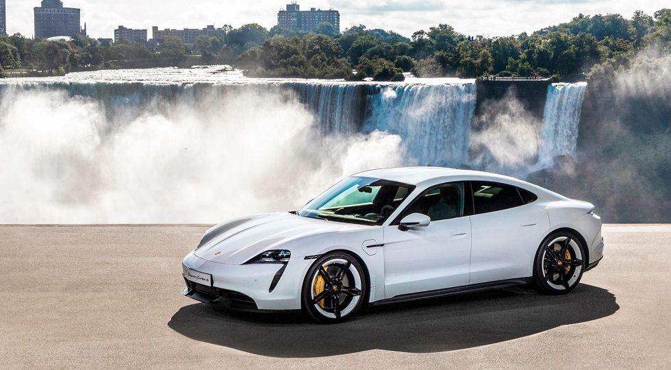 El Porsche Taycan optimiza su carga y puede actualizarse a distancia