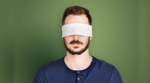 ¿Te atreverías a conducir más de 300 metros con los ojos vendados?