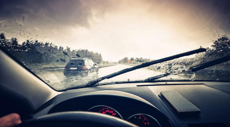 Lluvias torrenciales: cómo reaccionar si te sorprenden en el coche