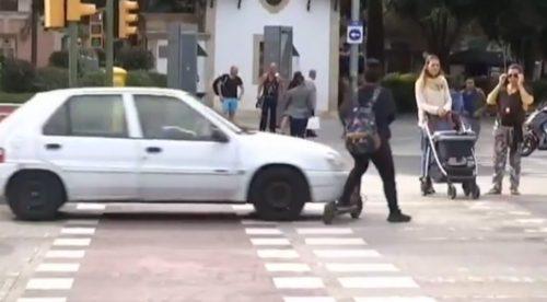 Atropellada una usuaria de un patinete tras una entrevista sobre su normativa
