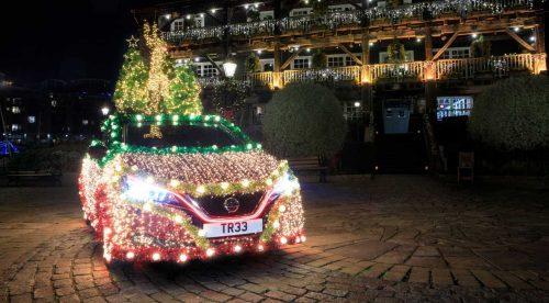 El Nissan Leaf se convierte en un árbol de navidad rodante