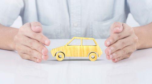 ¿El coche pierde la garantía si no lo llevo al taller oficial?