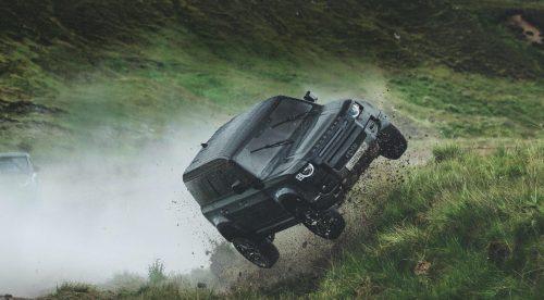 El Land Rover Defender va al límite en la nueva película de 007