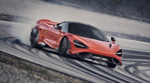 El McLaren 765LT desata sus 765 CV en circuito