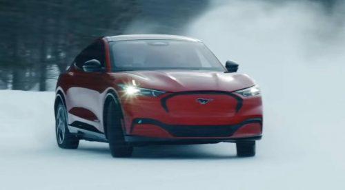 El Mustang Mach-E eléctrico puede con la nieve sin despeinarse