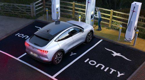 El Ford Mustang eléctrico recarga 120 kilómetros en diez minutos