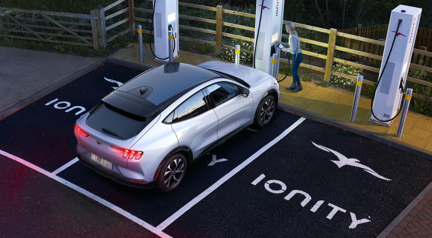 El Ford Mustang eléctrico recarga 120 kilómetros en diez minutos   Eléctricos   Motor EL PAÍS