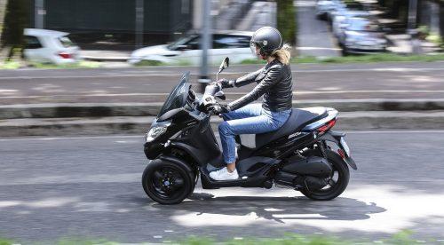 ¿Qué motos se pueden conducir con el carnet de coche?