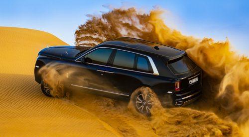 El Rolls-Royce Cullinan se enfrenta a las dunas de Dubai