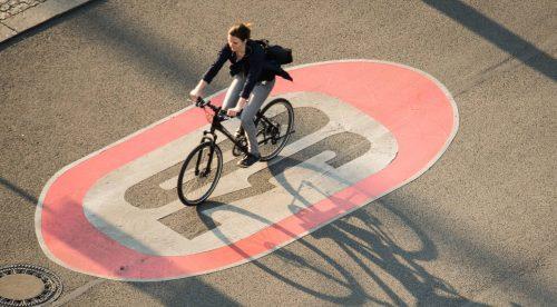 A 30 km/h en ciudad: la DGT cumple un viejo objetivo