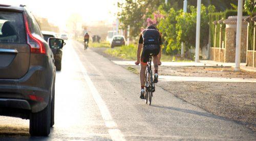 Por qué adelantar a un ciclista puede suponer una multa de 200 euros