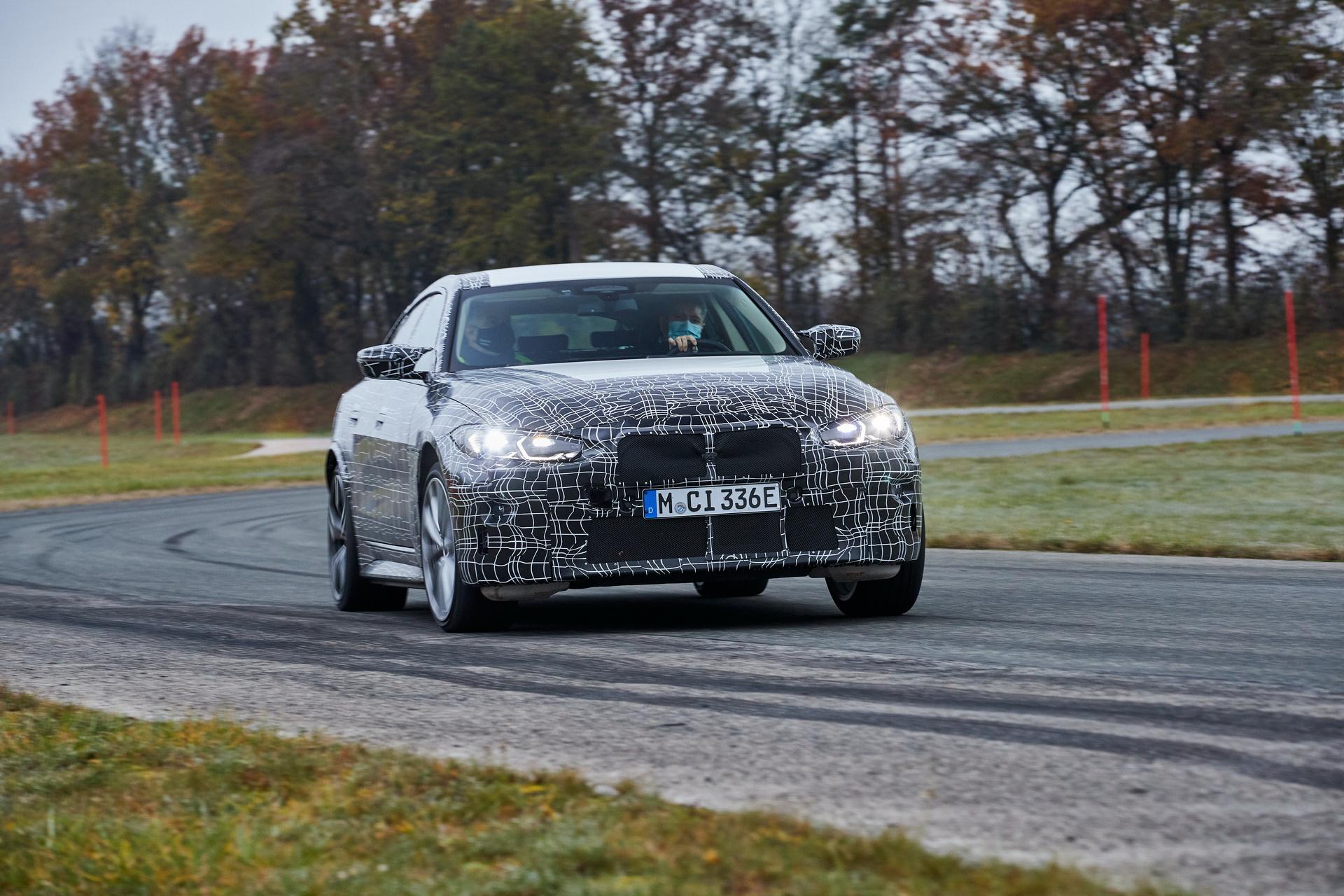 El BMW i4 se pone a punto para competir con el Tesla Model 3 | Eléctricos | Motor EL PAÍS