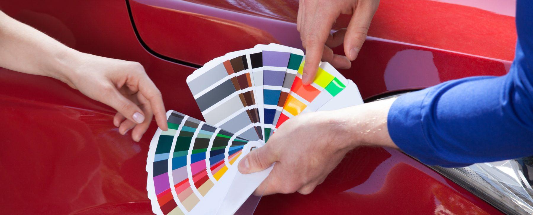 En la era digital, los coches mantienen colores analógicos