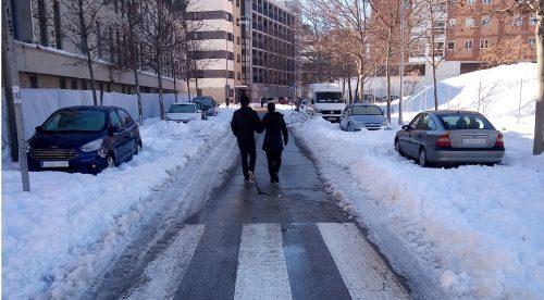 Desinflar las ruedas y otros consejos para mover el coche tras la nevada