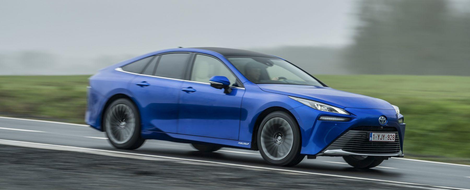 Al volante del Toyota Mirai, el coche de hidrógeno más avanzado