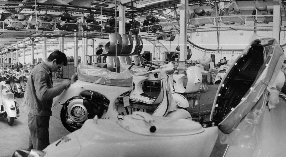 La Vespa cumple 75 años y sigue en forma: su historia en imágenes