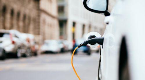 Los coches eléctricos costarán como los de gasolina en 2027