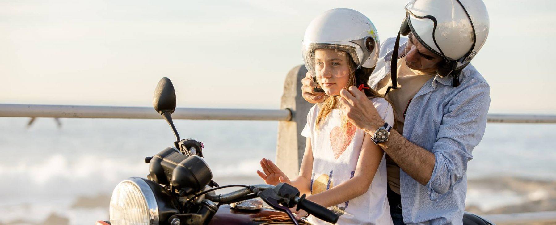 Como llevar a un niño en moto