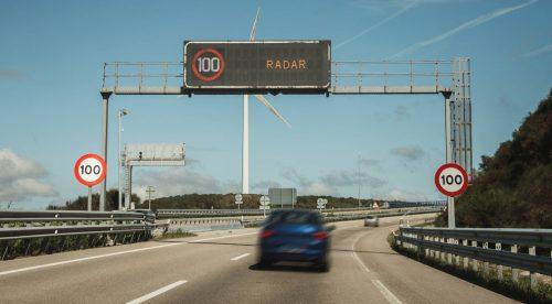 Una semana de radares en la carretera y nuevos límites en la ciudad