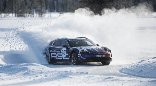 El Porsche Taycan Cross Turismo se enfrenta a la nieve y al desierto