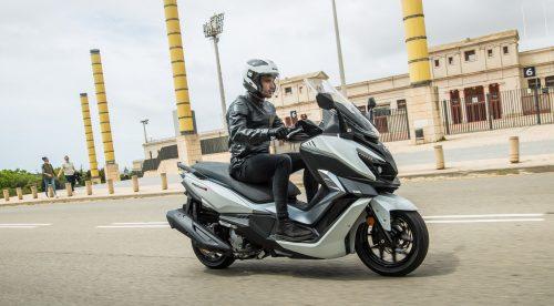 SYM Cruisym 300 de 2021: sigue siendo el escúter de 300cc más barato