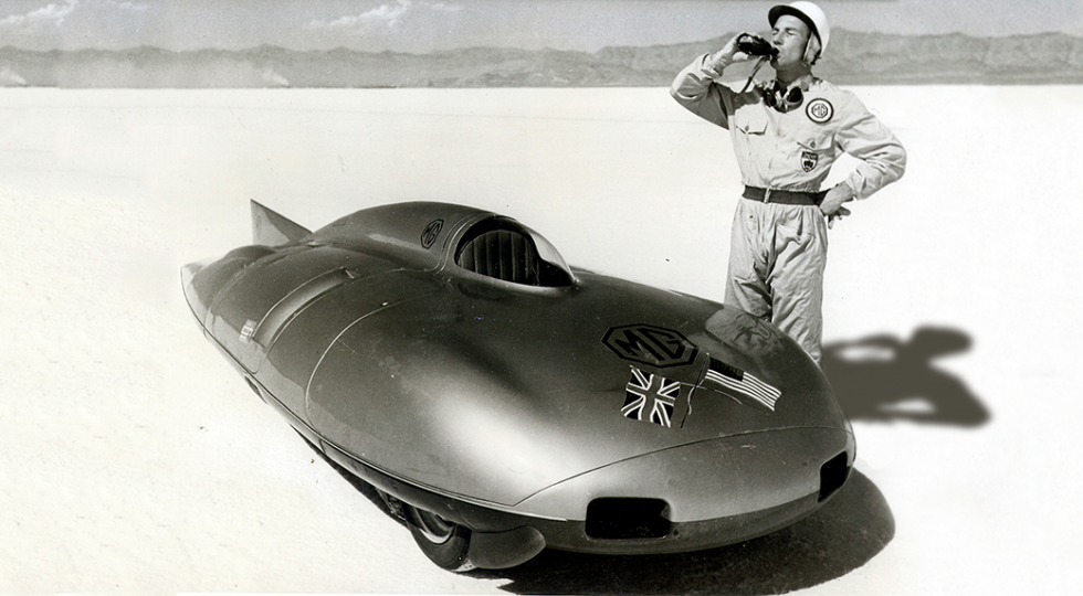 A casi 400 km/h, en 1957: el récord de MG y Stirling Moss