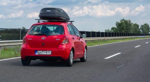 Cómo elegir un cofre para el techo del coche y cómo conducir con él