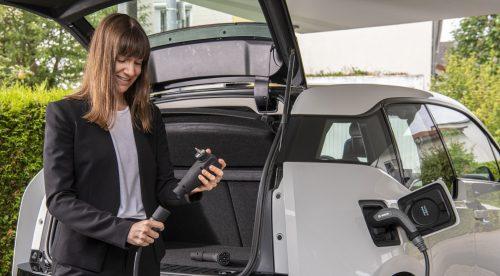 Bosch crea un cable universal para cargar coches eléctricos