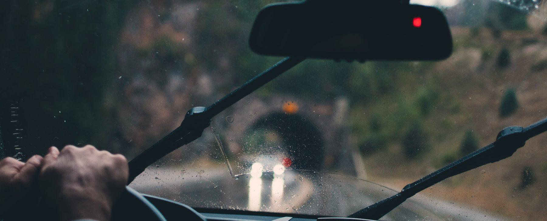 Rayos láser, en vez de escobillas, para los cristales del coche