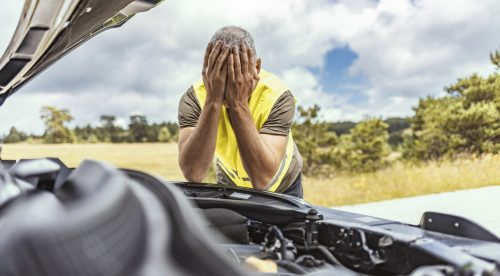 Siete despistes en el coche que pueden salir muy caros en el taller