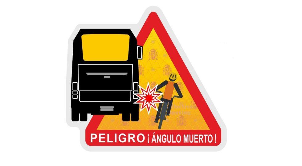 La nueva señal de la DGT para advertir de los ángulos muertos
