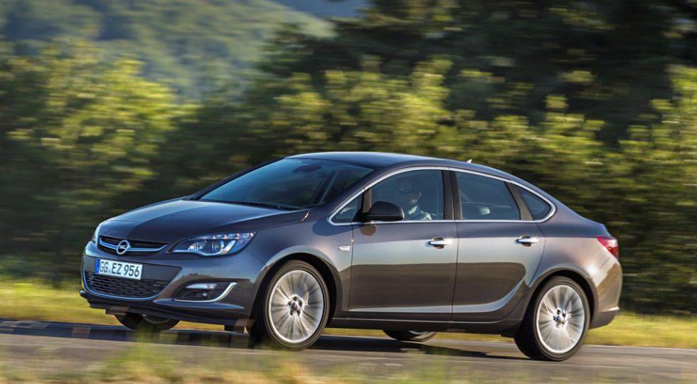 El Opel Astra se hace sedán