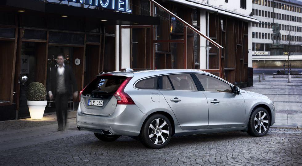 Volvo empieza a fabricar el V60 híbrido, enchufable y diésel