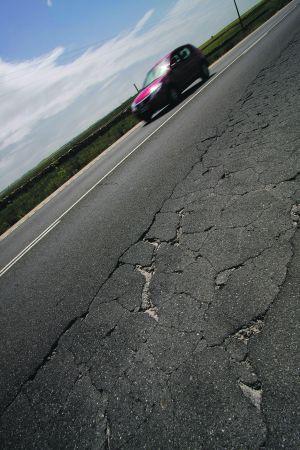 Carreteras bien hechas, pero rotas