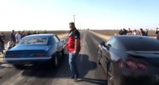 Un Nissan GT-R contra EE.UU.