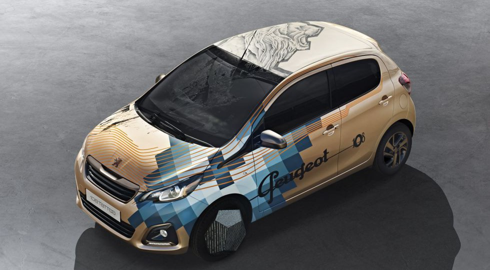 Un sorprendente Peugeot 108 decorado con tatuajes