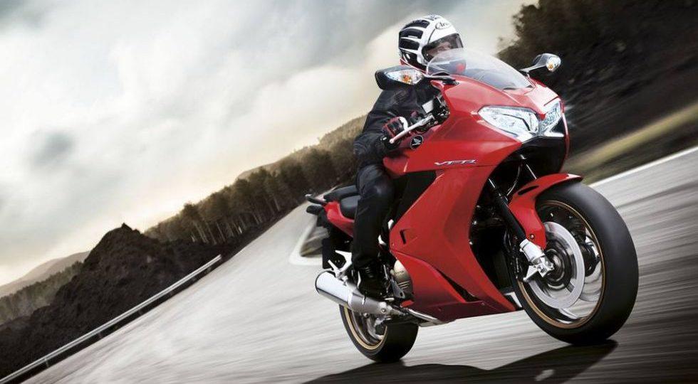 Honda renueva la VFR800F
