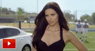 Adriana Lima sabe lo que es el fútbol de verdad