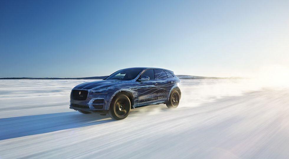 Jaguar se lleva al F-Pace a la nieve y al desierto