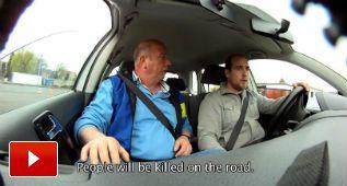 ¿Crees que puedes conducir y 'whatsappear' a la vez?
