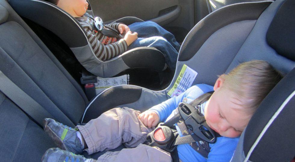 ¿Tu hijo mide menos de 1,35? Pues al asiento de atrás…
