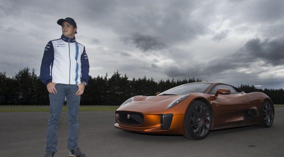 Felipe Massa prueba el Jaguar C-X75 de la película de 007