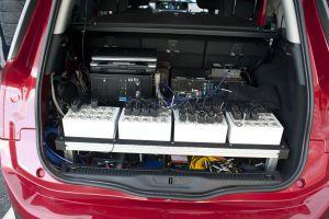 Los sistemas de control ocupan gran parte del maletero.