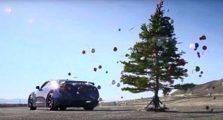 """""""De-decora"""" tu árbol de Navidad con estilo, usa un Nissan GT-R"""